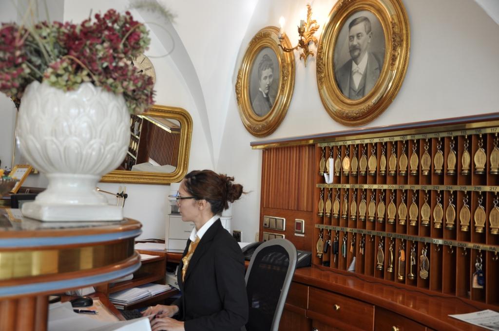 Rezeption Hotel in Villach